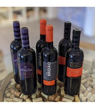 Rødvinskasse med enkel drue vine